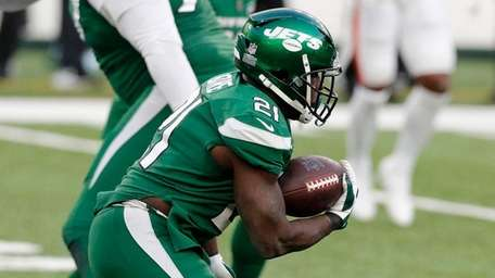 Frank Gore of the Jets runs the ball