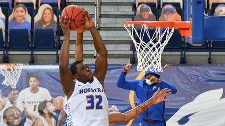 Hofstra's Isaac Kante pulls a rebound on Jan.