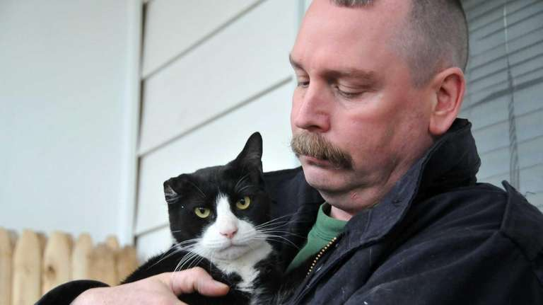 Jimmy Helliesen, an NYPD officer and cat rescuer,