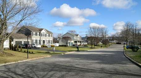 Homes on Settler Drive in Coram