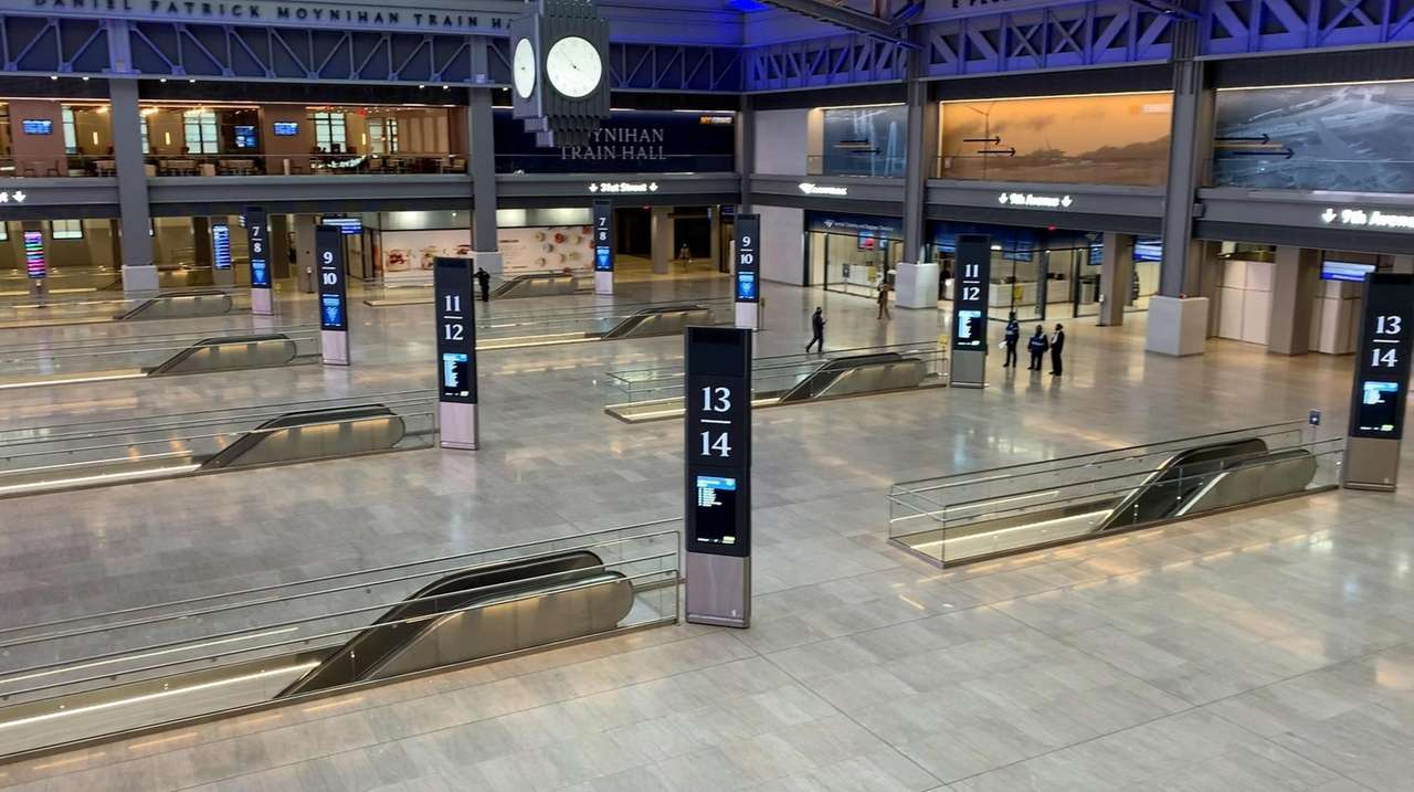 Moynihan Train Hall offers no place to sit