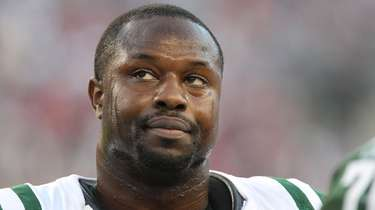 Jets linebacker Bart Scott against the New England