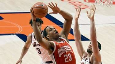 Ohio State's center Zed Key (23) puts up