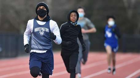 Isaiah James, Huntington senior, races to victory in
