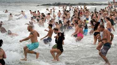 Thousands splashed into the ocean at Long Beach