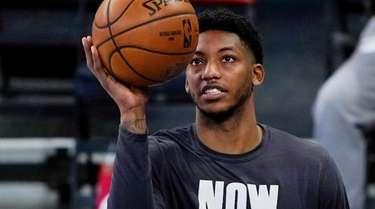 The Knicks' Elfrid Payton warms up before a