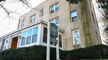 The Huntington apartment building where police found the