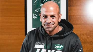 Robert Saleh signs his contract to become the