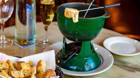 The cheese fondue with bread at Demarchelier in