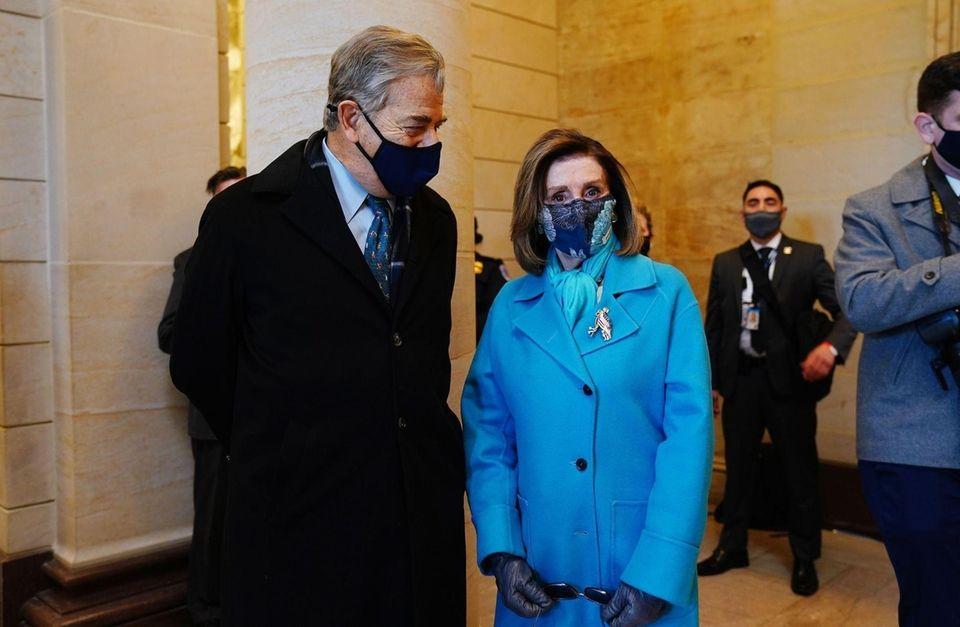 Speaker of the House Nancy Pelosi (R) before