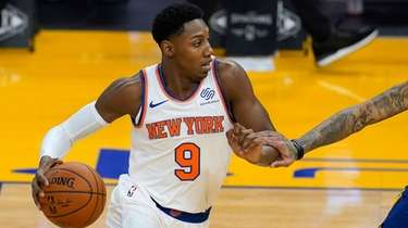 Knicks guard RJ Barrett works against Golden State