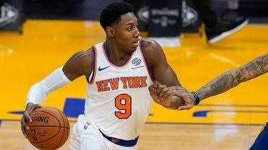Knicks guard RJ Barrett works against Golden State