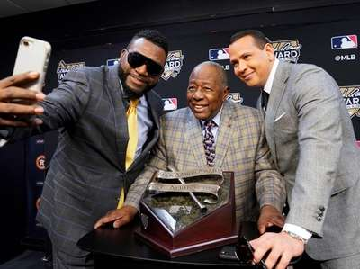 Hank Aaron is flanked by Alex Rodriguez, right,