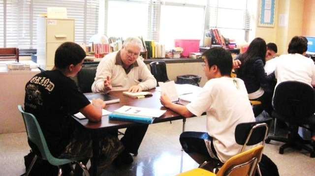 Herbert Munshine of Great Neck helps international students