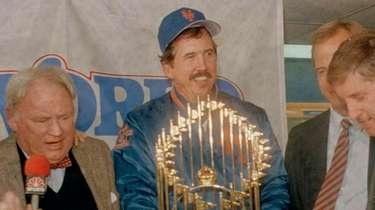 Mets manager Davey Johnson, center, holds the World