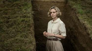 "Carey Mulligan as Edith Pretty in Netflix's ""The"