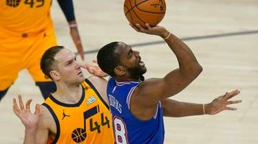 Knicks guard Alec Burks shoots as Utah Jazz