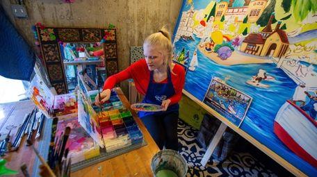 Splashes of Hope Ambassador Liz Shafer, 20, works