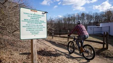 The entrance to Glacier Ridge Preserve Mountain Bike