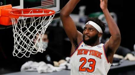 The Knicks' Mitchell Robinson dunks during the second