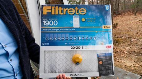 Gordian Raacke holds his Filtrete 1900 smart air