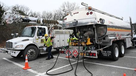 A PSEG gasoline truck fuels up a MJ