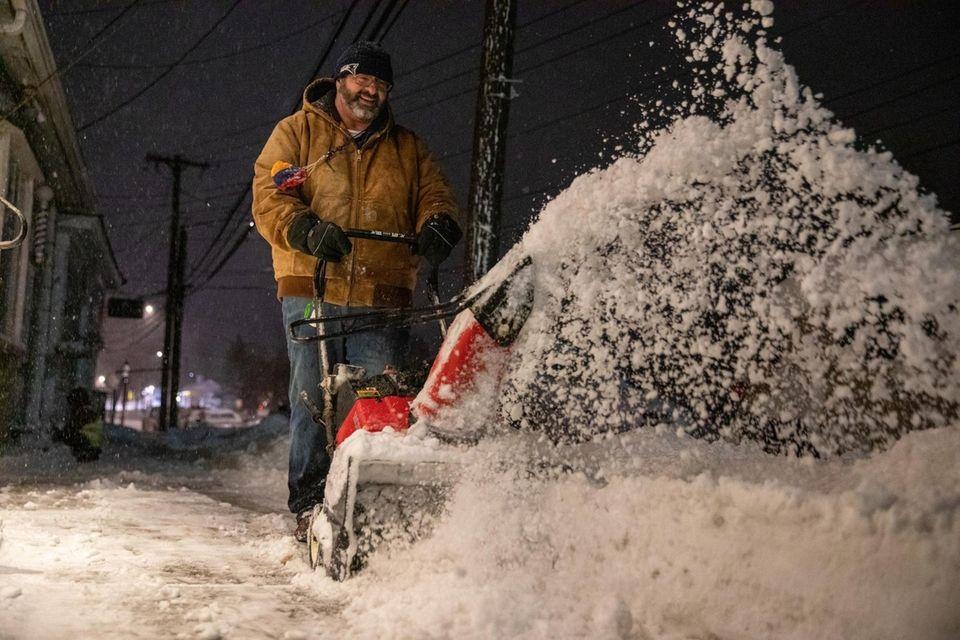 Setauket resident Ben Saraydarian snow blows the sidewalk