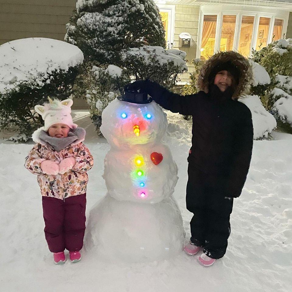 Sisters Giana and Gabby enjoyed making a Glowman.