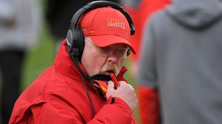 Kansas City head coach Andy Reid talks with