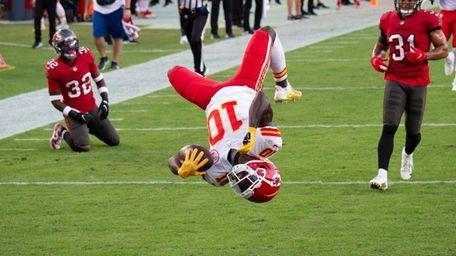 Kansas City wide receiver Tyreek Hill does a