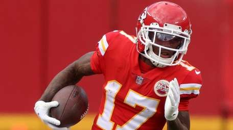 Kansas City wide receiver Mecole Hardman carries the