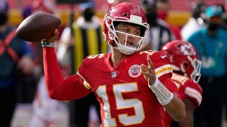 Kansas City quarterback Patrick Mahomes passes against the