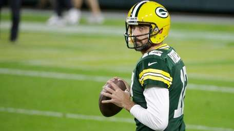 Packers quarterback Aaron Rodgers prepares to throw before
