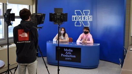 Students visit the new media arts production classroom