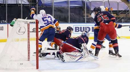 Casey Cizikas, 53, of the Islanders scores against
