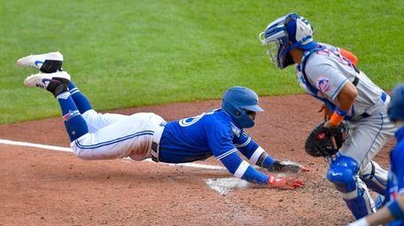 The Mets added utilityman Jonathan Villar, who will