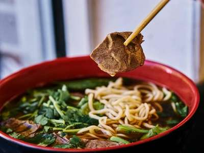 A bowl of hand-pulled beef la mien at