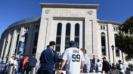 New York Yankees fans arrive to Game 3