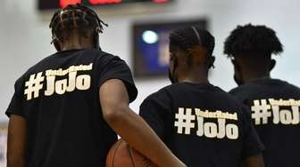 Uniondale basketball players pay tribute to the late