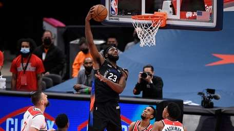 Knicks center Mitchell Robinson goes to the basket