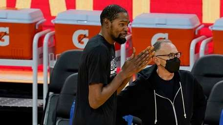 Nets forward Kevin Durant, center, talks with Golden