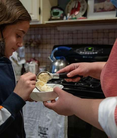 Jennifer Lopez scoops vanilla homemade ice cream for