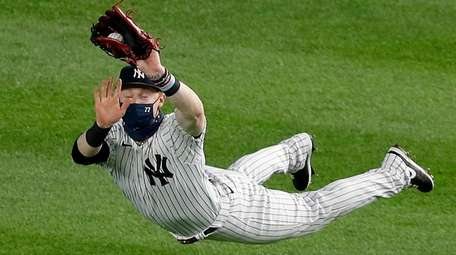 Clint Frazier of the Yankees makes a diving