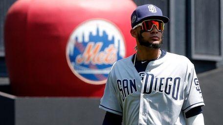 Fernando Tatis Jr. of the Padres prepares for