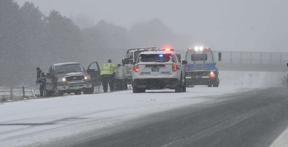 Vehicle spinout on the westbound Rt 27 Sunrise