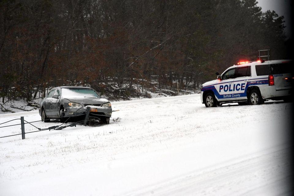 Snow again fist responder arrive on scene of