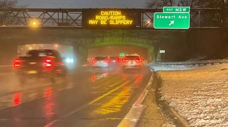 Meadowbrook State Parkway northbound in Garden City on