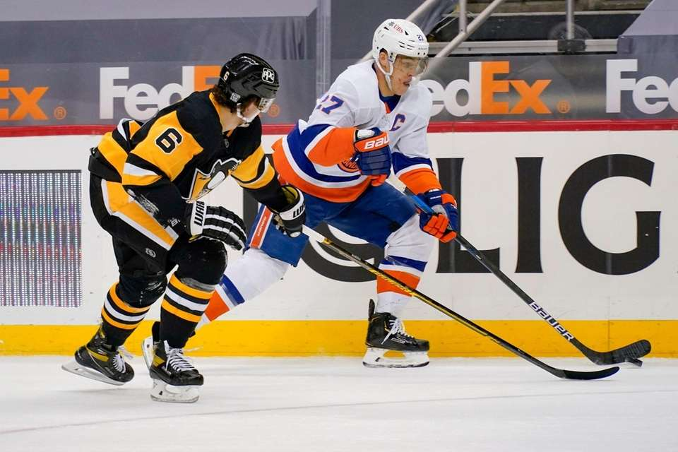 New York Islanders' Oliver Wahlstrom (26) brings the