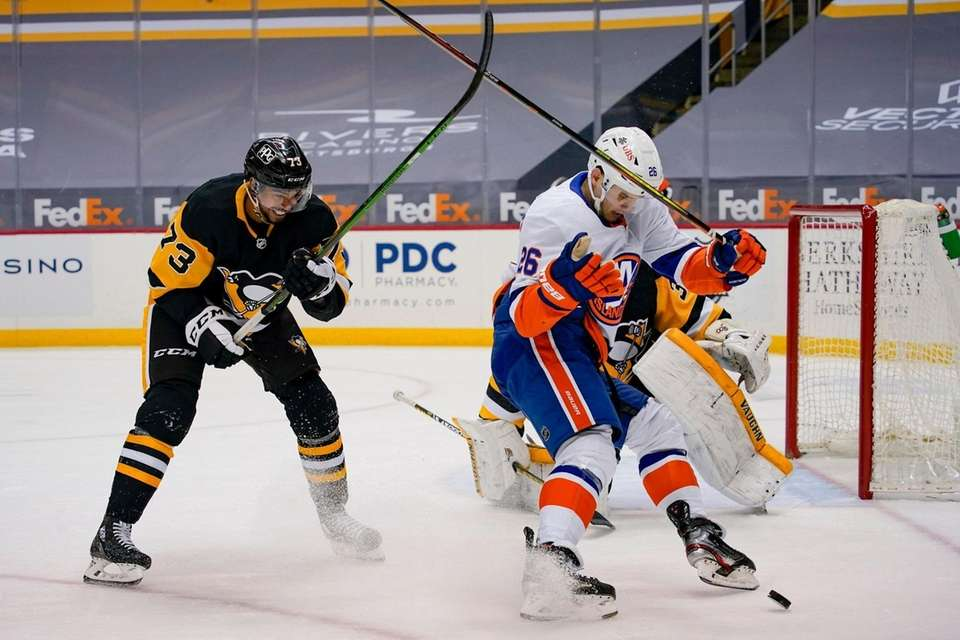 New York Islanders' Oliver Wahlstrom (26) tries to