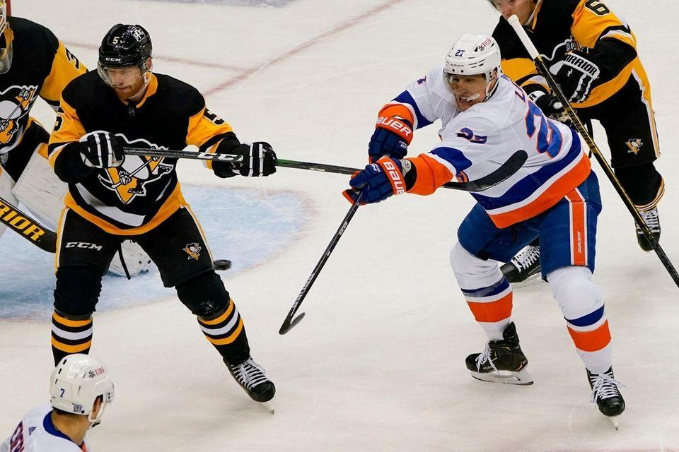 The puck gets behind New York Islanders' Anders